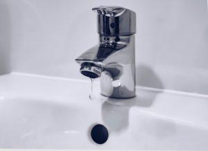 A single-hole bathroom faucet